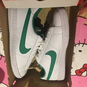 brand new !!! Nike sneaker size 39